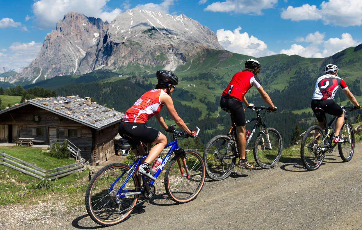Mountain biking on the Alpe di Siusi – a special experience