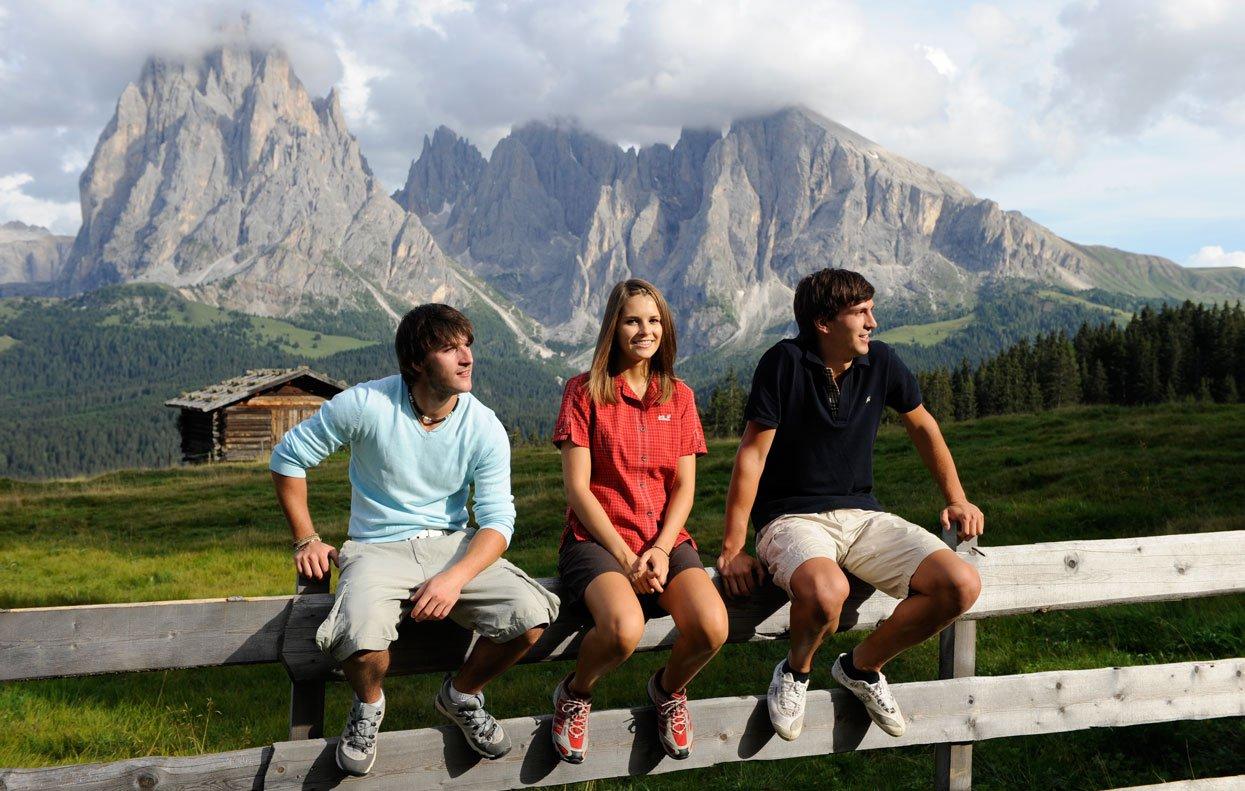 Wanderferien in Südtirol führen Sie auf die Seiser Alm und zum Völser Weiher