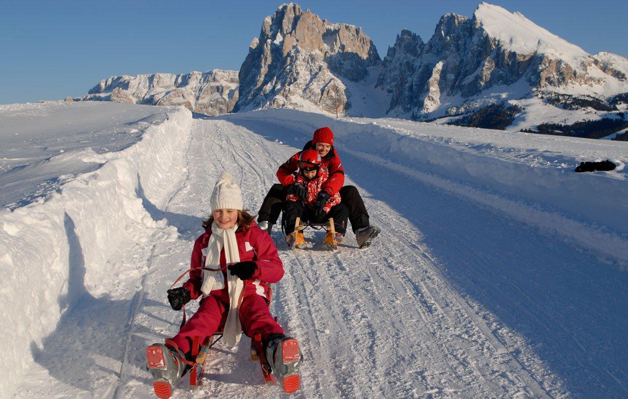 Winterurlaub in Südtirol – Rodeln und Eislaufen machen Spaß!