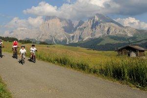 Mountain biking on the Alpe di Siusi 03
